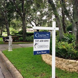 Real Estate Signs Attract Potential Buyers