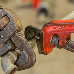 The Difference Of Pipe Wrench And Internal Pipe Wrench
